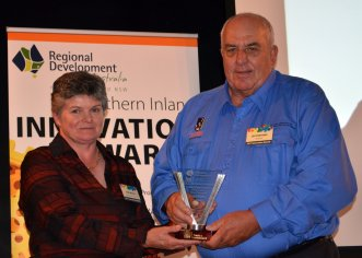 Pam Welsh from Trade and Investment, NSW presented the 'Tourism / Leisure and Related Services Category' award to Les Parsons on behalf of 'The New England North West Regional Tourism Drive Campaign'.