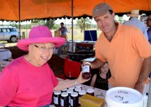 Janet Fearby of Gunnedah, looking sweet with Nigel Lawson of Lawson's Honey, Quirindi.
