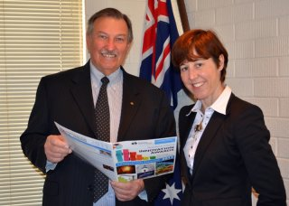 Guyra Shire Mayor, Cr. Hans Hietbrink and RDANI Senior Project Officer, Kim-Trieste Hastings discussing why New England businesses should enter the Northern Inland Innovation Awards.
