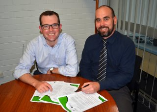 Assistant Minister for Skills and Member for Northern Tablelands, the Hon. Adam Marshall looking over Go Digital material with RDANI Executive Officer Nathan Axelsson.