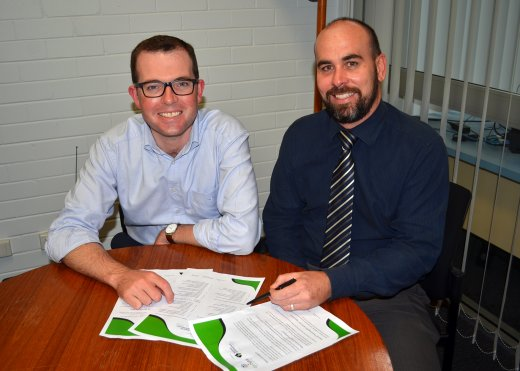 Assistant Minister for Skills and Member for Northern Tablelands, the Hon. Adam Marshall looking over GoDigital material with RDANI Executive Officer Nathan Axelsson.